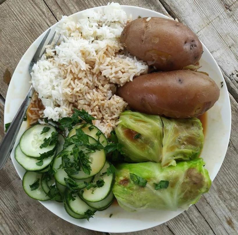 Голубцы по норвежски с тмином и мускатным орехом. Салат из огурцов   прекрасное дополнение к этому блюду