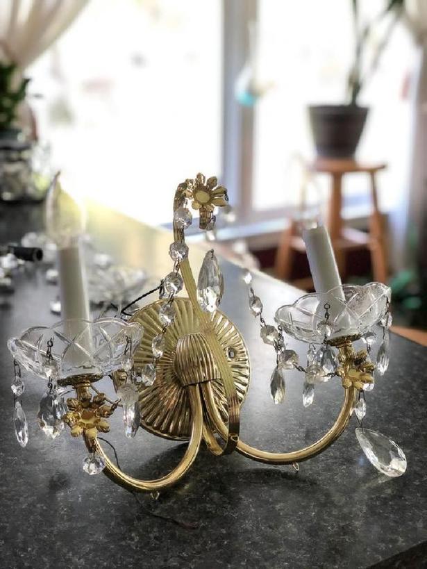 Превращаем бра в роскошный подсвечник: отличное украшение для дома или беседки