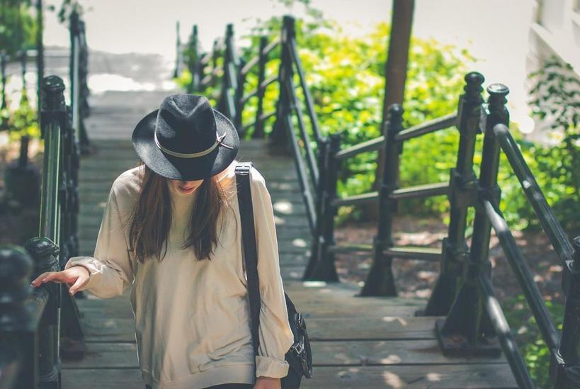 Платья и юбки с широким низом и не только: как скрыть широкие плечи