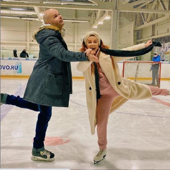 Какие вы клевые : Юлия Савичева показала редкое фото с мужем