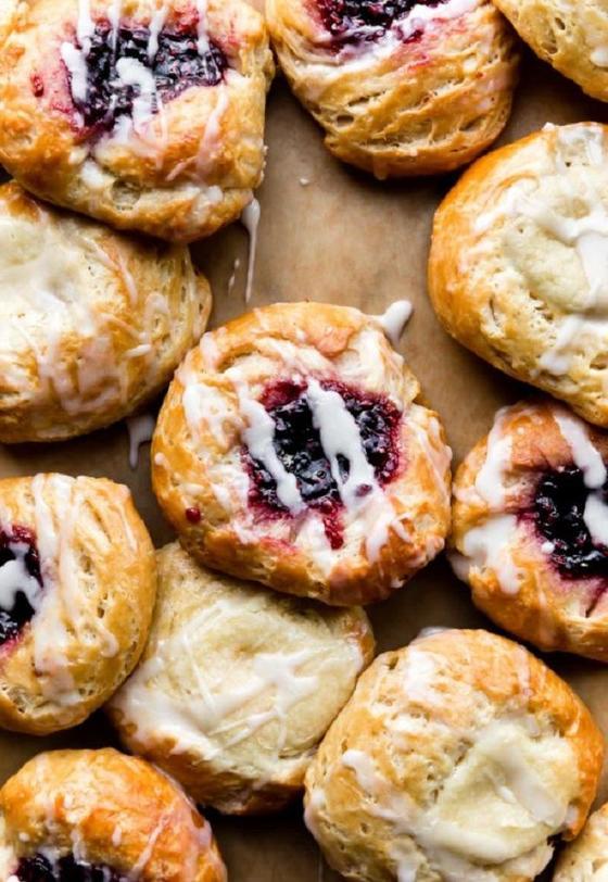 Вместо блинчиков и оладий стала делать воздушные булочки с ягодными начинками