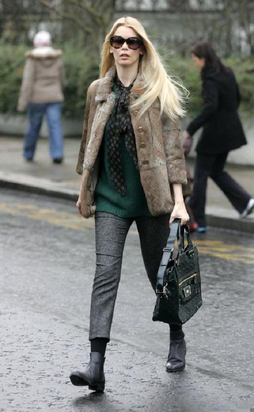 Не понимаю, зачем девушки мерзнут, желая оставаться стильными. Укороченные брюки можно носить даже зимой, не дрожа при этом от холода (стильные и теплые идеи с фото)