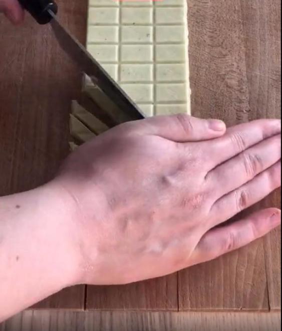 Превращаю обычный белый шоколад в карамельный: получается вкуснее, чем в магазине