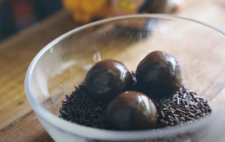 Трюфели со сгущенным молоком и шоколадом: мелодия вкуса
