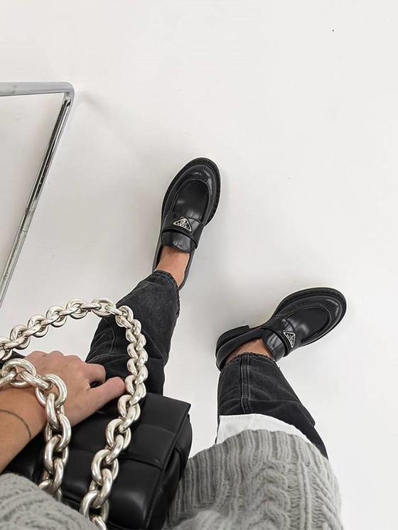 Пора закупать лоферы. Уже известна трендовая обувь на 2021 год