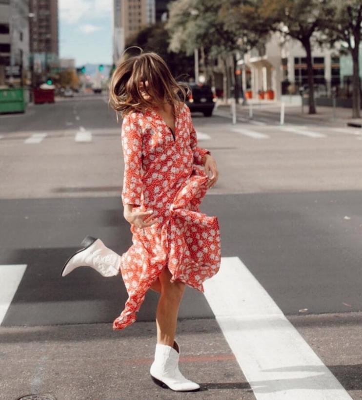 Ковбойские сапоги снова в моде: но носить их можно не со всей одеждой