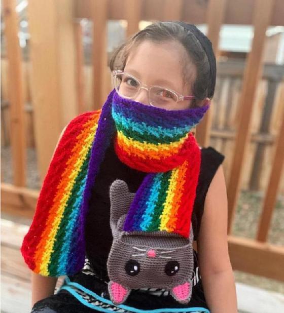 Дизайнер Аманда Джульен связала шарф в честь знаменитого персонажа Нян Кэта