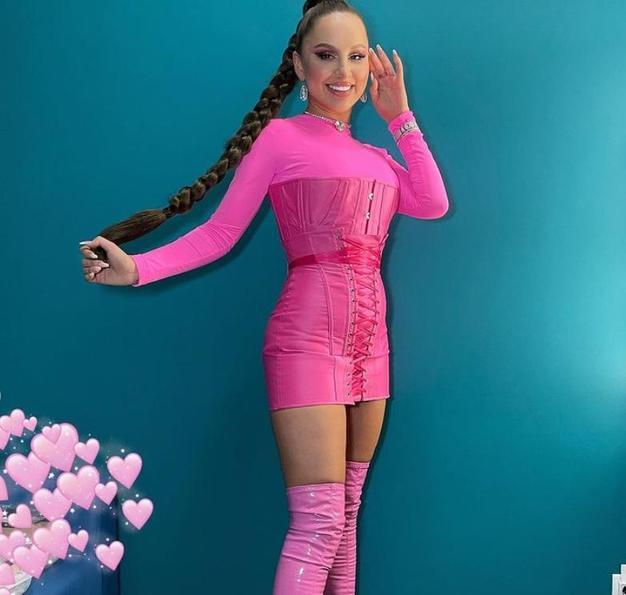 Розовая лялечка : певица Asti предстала перед подписчиками в смелом образе