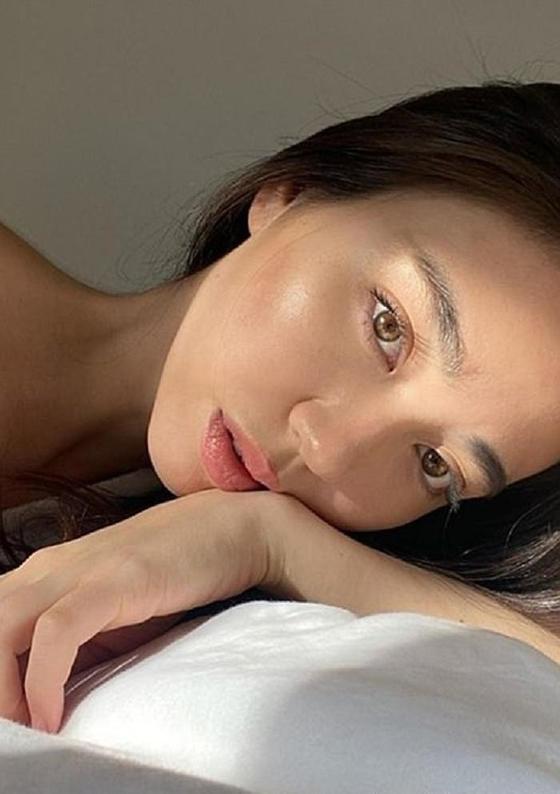 Если покрыть все лицо вазелином, то утром кожу будет не узнать: корейский бьюти-тренд, который захватил внимание женщин по всему миру