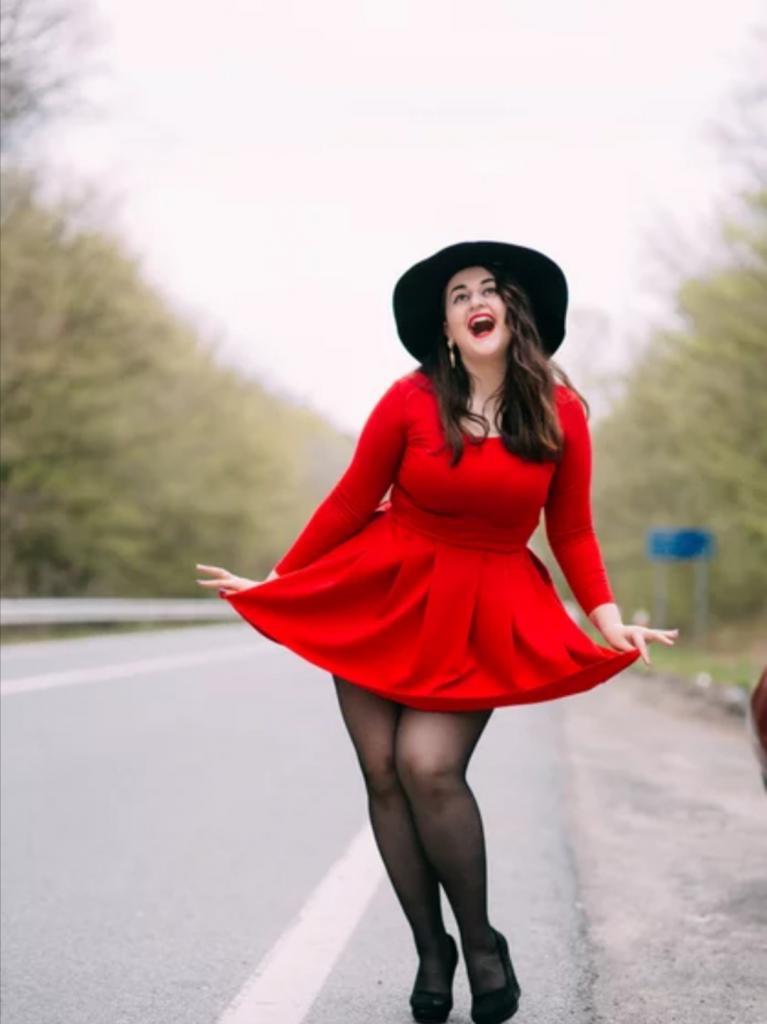 Лиловый и еще 2 цвета, которые помогают женщине выглядеть моложе