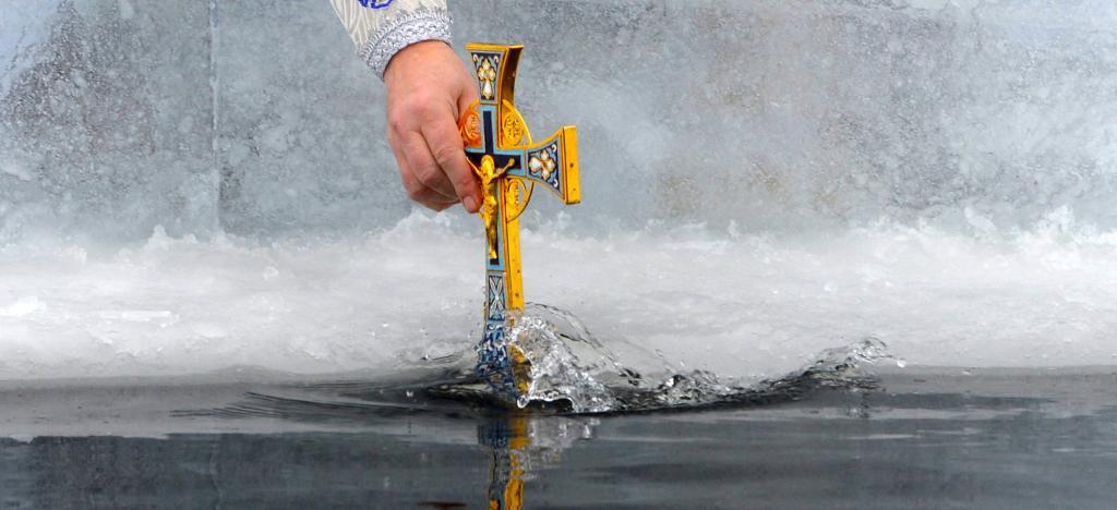 Крещенское купание в проруби: как правильно подготовиться, чтобы не навредить здоровью