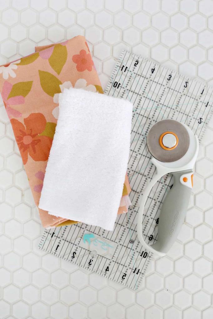 Ватные диски больше не покупаю, а макияж снимаю самодельными многоразовыми салфетками: сделать их очень просто