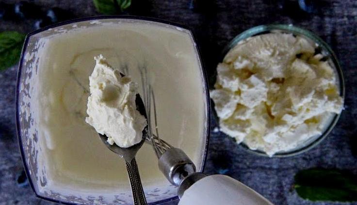 Творожный торт с печеньем и мятой