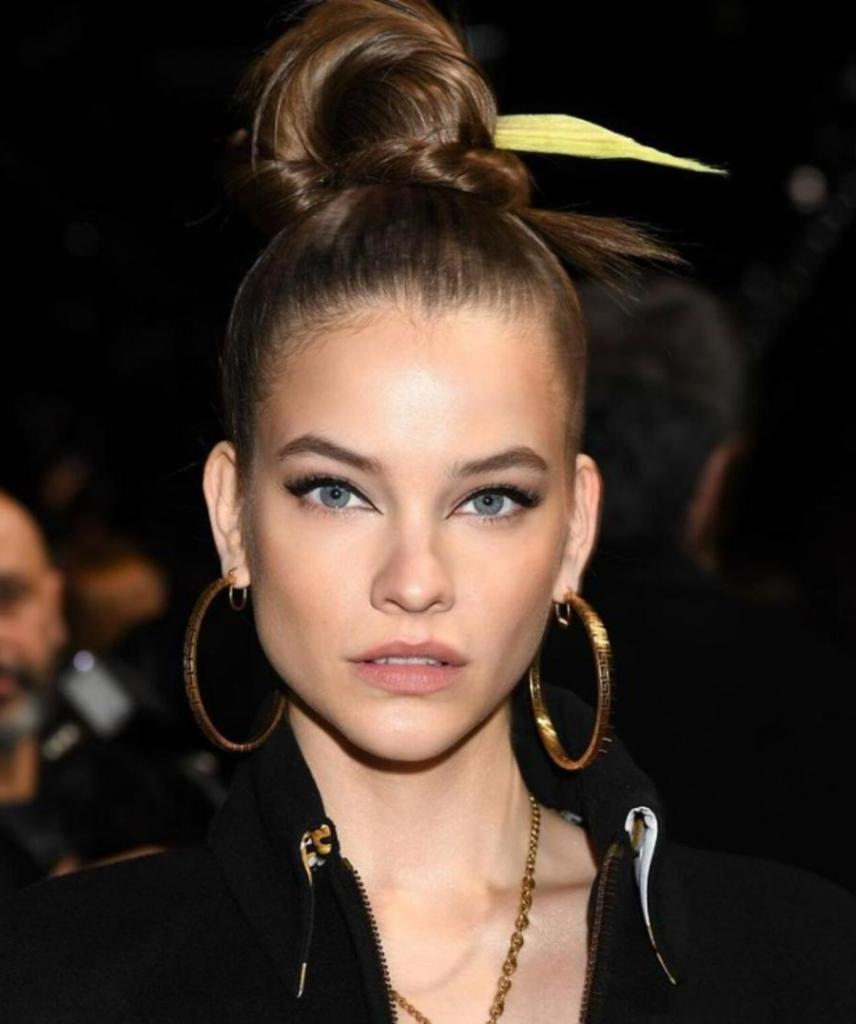 Нескучные тренды: десять модных идей 2021 года для прямых волос от звездных стилистов
