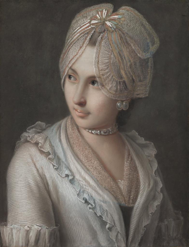 Женственная одежда богатых дам: какие образы с кружевом будут смотреться лучше всего на взрослых женщинах