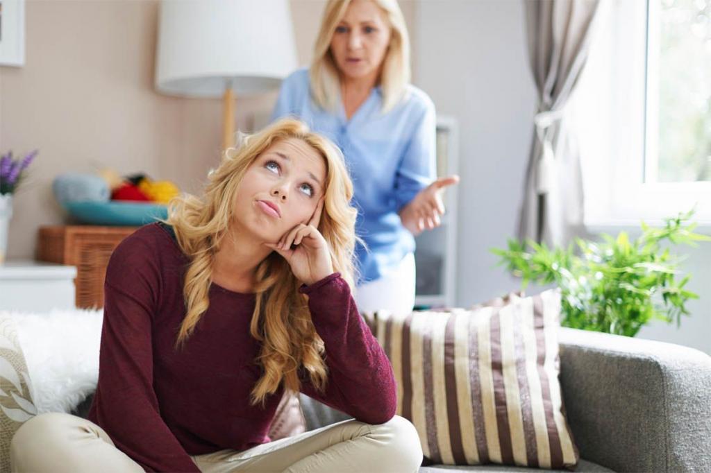 4 фразы, которые дочери слышат от нелюбящих их матерей