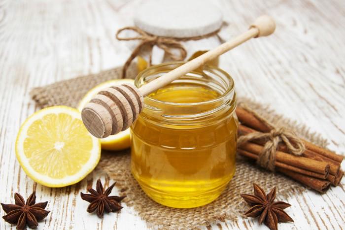 Простые напитки, которые помогут очистить организм от токсинов: имбирный чай с куркумой является хорошим детокс напитком