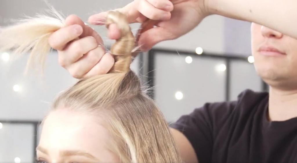 Тонкие волосы   не беда. Как сделать объемный хвост (берем две резинки и сухой шампунь)
