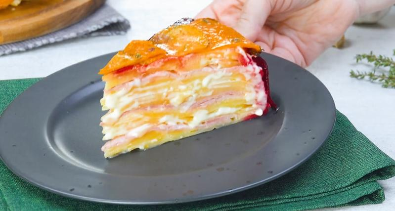 Готовим сытный картофельный пирог с ветчиной и сливками (особенно вкусно благодаря свекле)