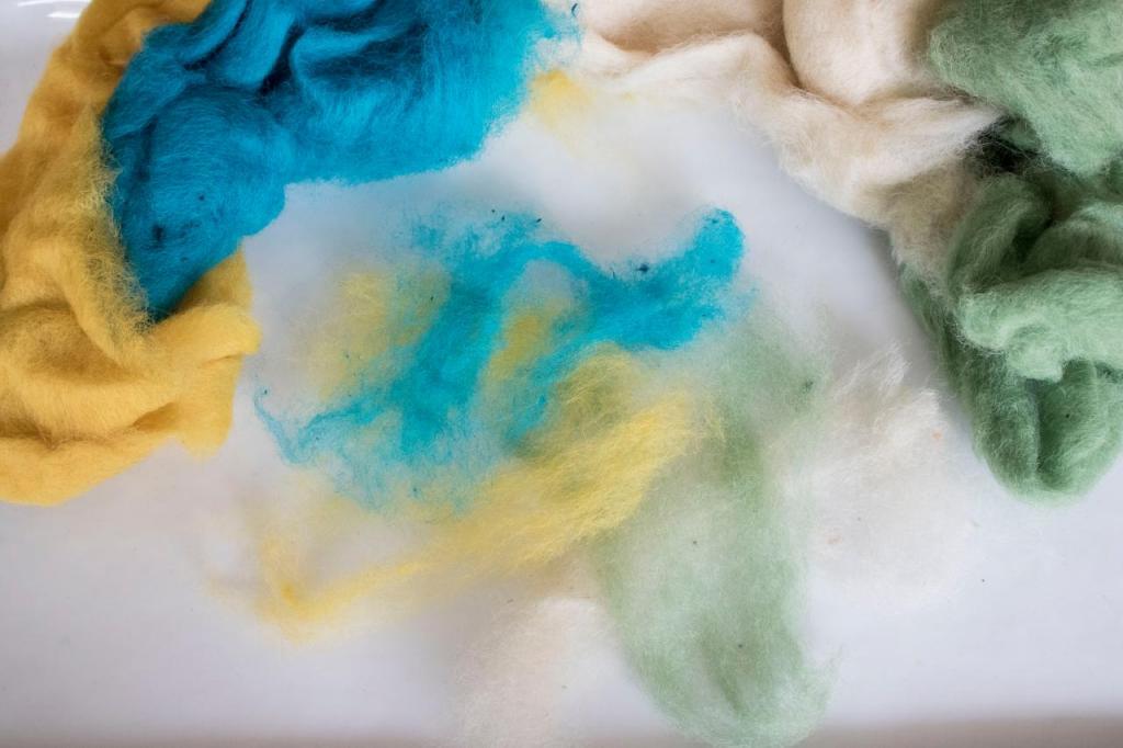 Сделала сама мыло с войлочной шерстью. Оно отлично скрабирует и очищает кожу: берем на заметку