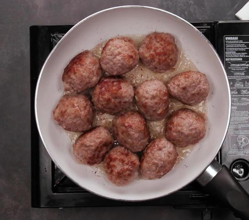 Из картошки с мукой делаю нежные корзиночки и запекаю с имбирными фрикадельками. Противень таких на ужин - вся семья сыта