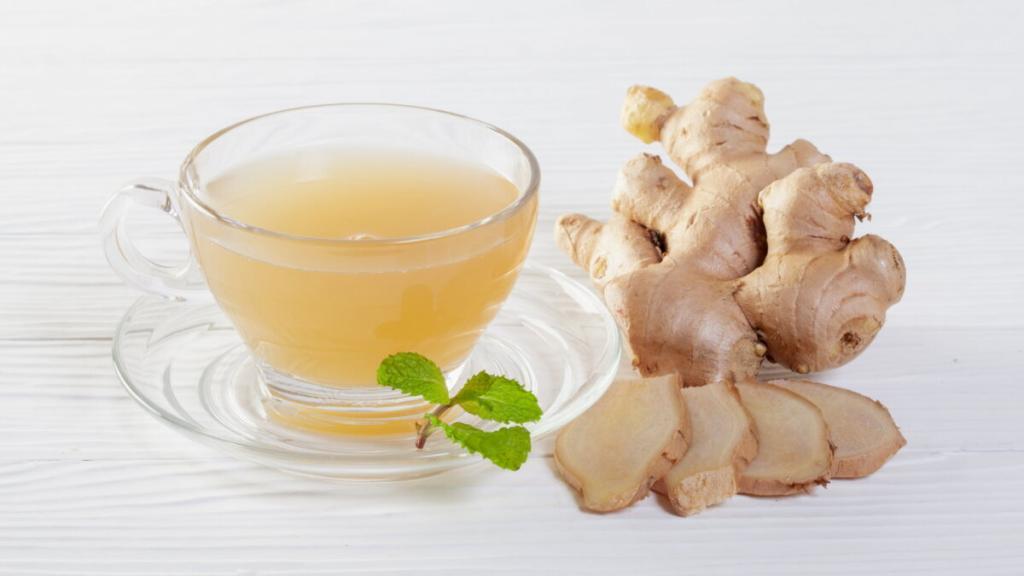 Простые напитки, которые помогут очистить организм от токсинов: имбирный чай с куркумой является хорошим детокс-напитком