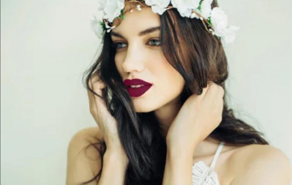 Лайфхак для белоснежной улыбки: красим губы помадой правильного оттенка