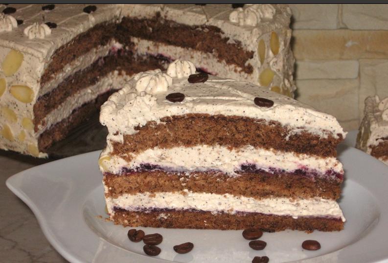 Пышный бисквитный торт  Кофейный  с маскарпоне: изюминку вкусу добавляет амаретто
