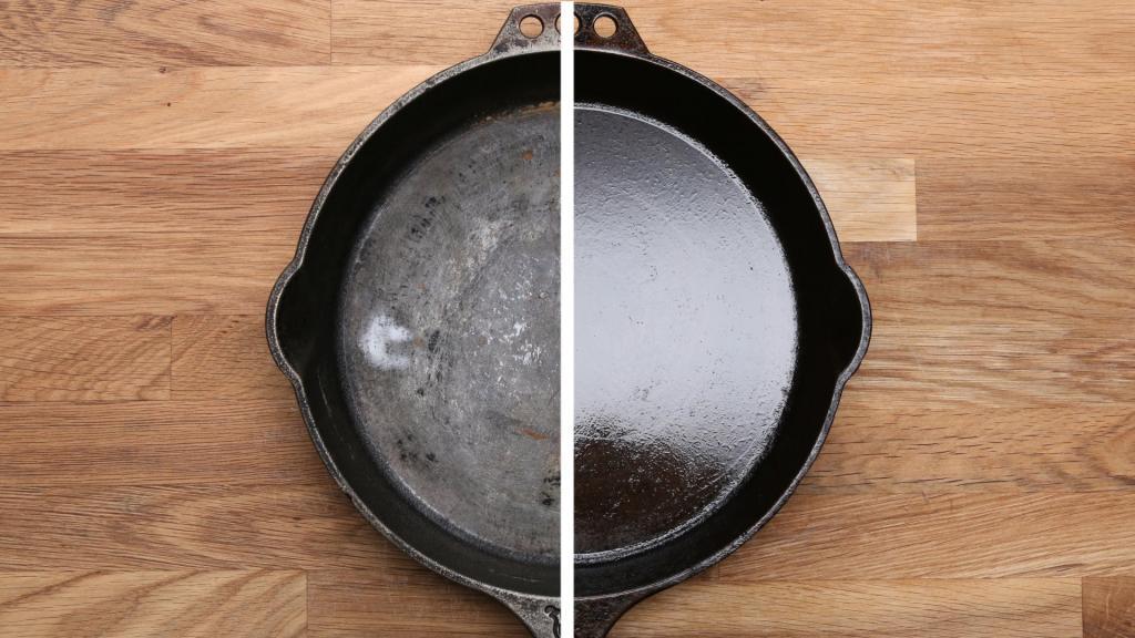 Свекровь увидела у меня на кухне грязную чугунную сковороду. Она показала мне, как с помощью мусорного пакета очистить ее до блеска