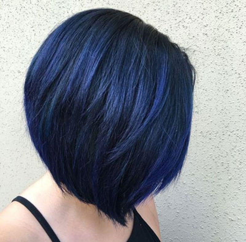 Насыщенный, пастельный или супер яркий: идеи неординарного окрашивания волос в синем оттенке