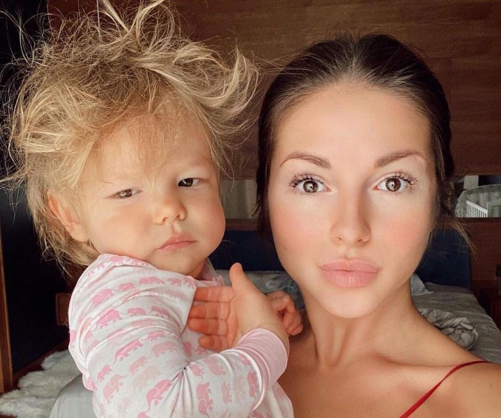 Белокурая красотка, похожа на маму Крида : как выглядит дочь Нюши с необычным именем Симба (новые фото)