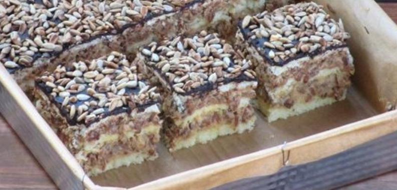 Торт  Подсолнушек  понравится всем любителям семечек: рецепт нежного бисквитного десерта