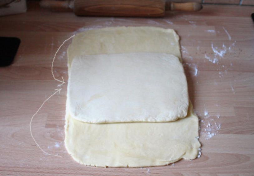 Сочные мини-пироги на палочке: внутри бадьян и смородиновое варенье