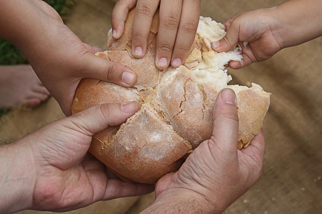 Для чего в Татьянин день (25 января) нужно испечь каравай и почему следует съесть хоть маленький его кусочек (иначе счастья не будет)