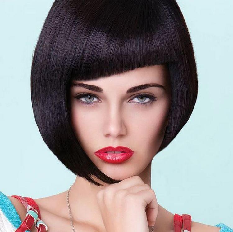 Мы любили экспериментировать с веселыми цветами волос, но классический черный - это шикарный тренд наступившего года