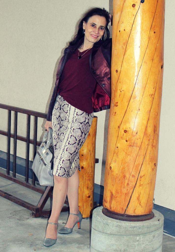 С чем надеть юбку со змеиным принтом: элегантные образы, которые подойдут серьезным дамам