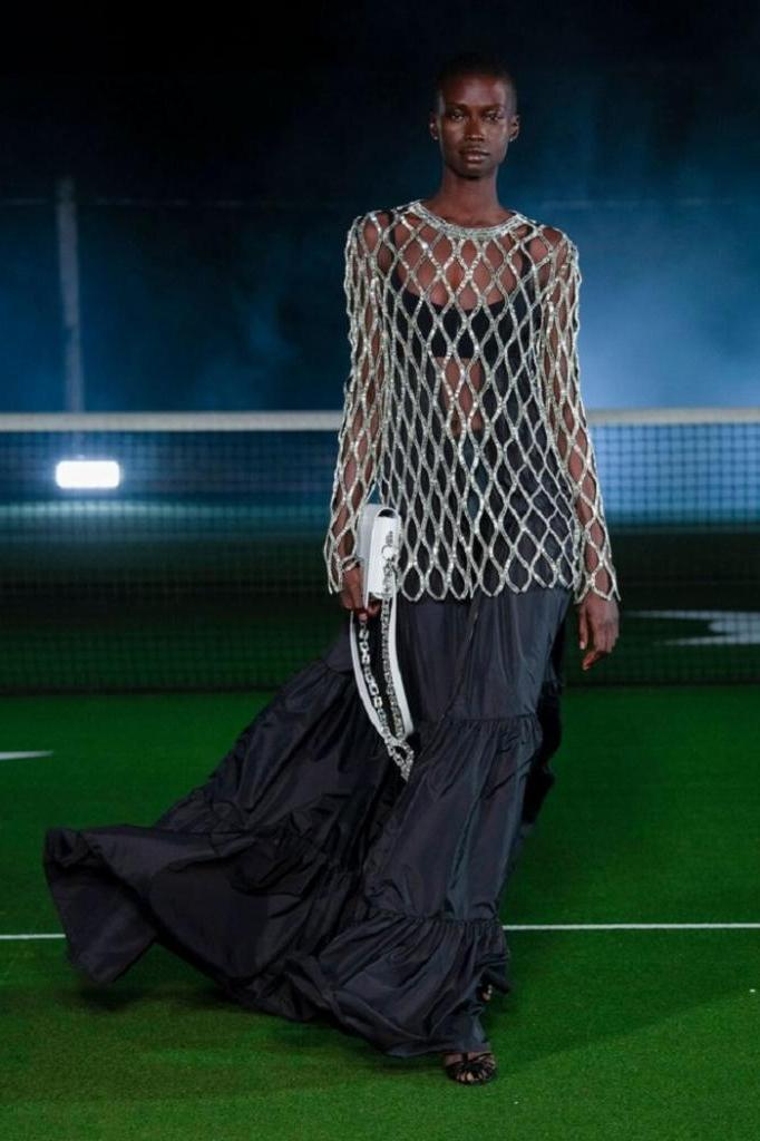 Платье с открытой спиной и еще 9 вещей в гардеробе, которые будут в тренде в этом году