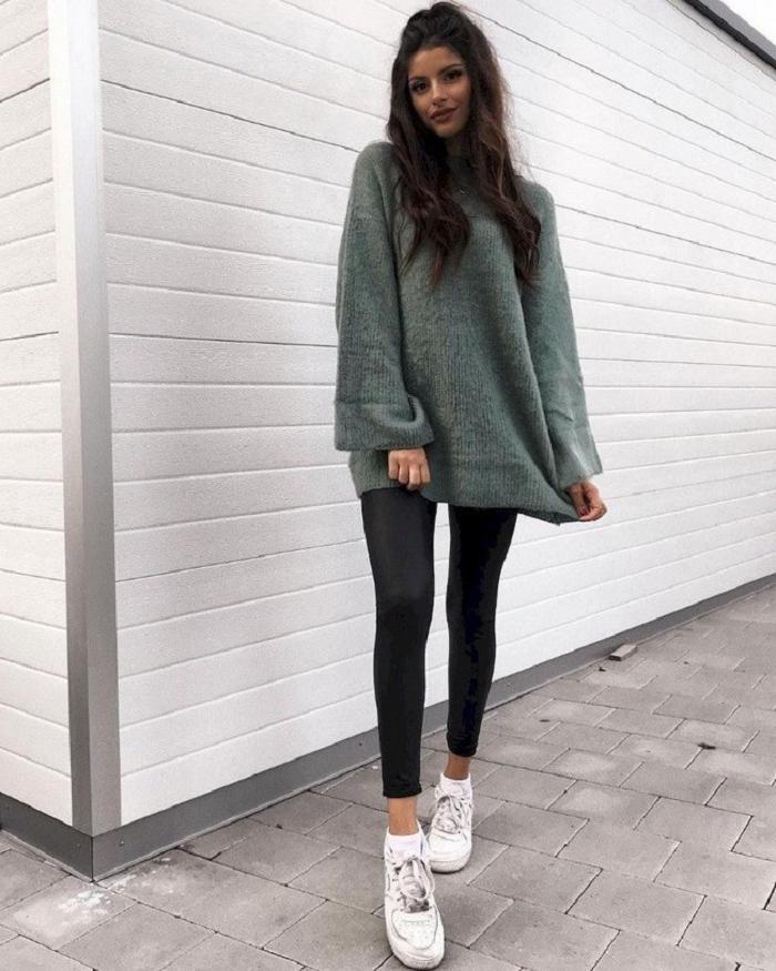 С приходом тепла куртку можно заменить теплым объемным свитером: варианты с брюками и юбками