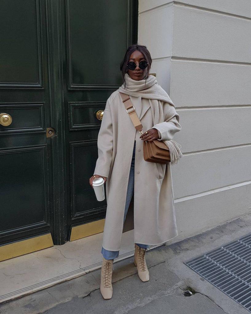 Пальто в клеточку и высокие сапоги. Что выбирают француженки весной (и нам рекомендуют)