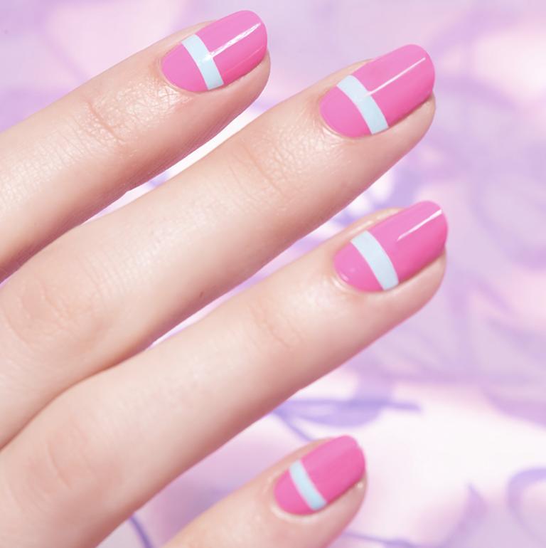 Металлический цвет с блеском: модный маникюр весны 2021 года, который стоит попробовать (идеи)