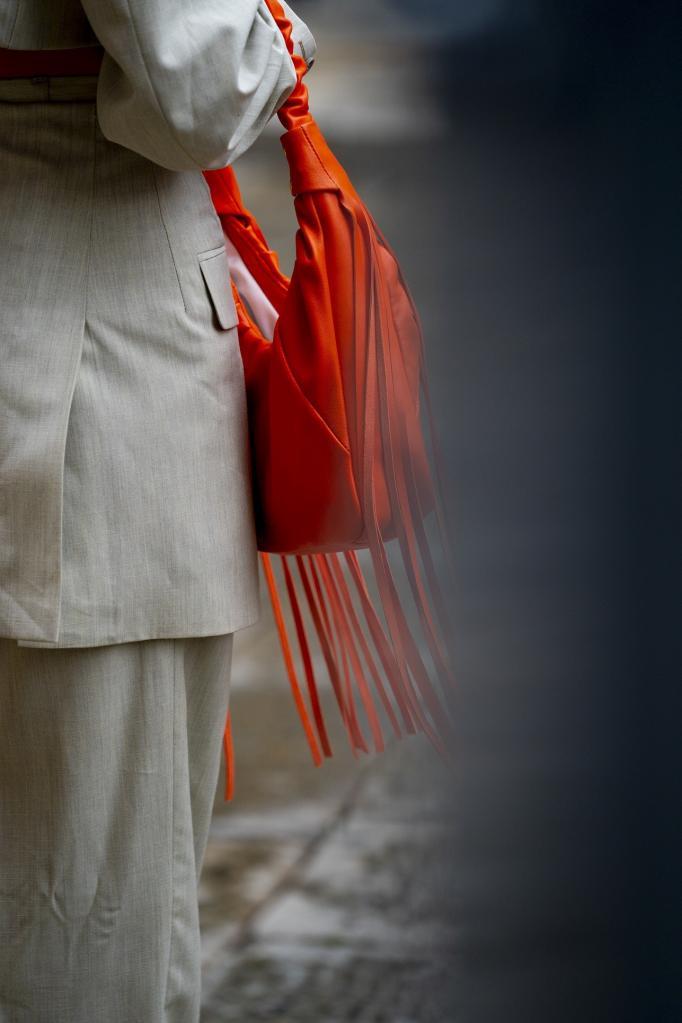 Бахрома будет абсолютным трендом весны 2021: стильные комбинации для вдохновения