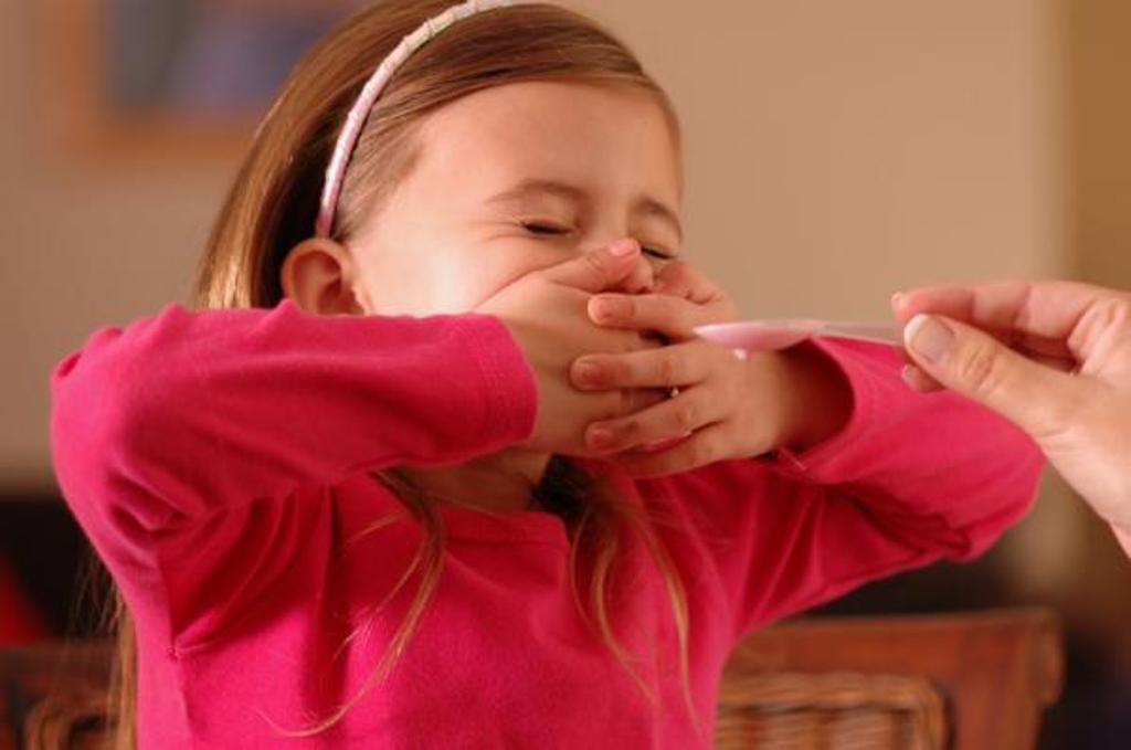 Еще в роддоме научили лайфхаку: дочурка с удовольствием выпивает лекарство и даже не кривится