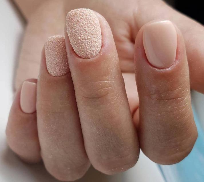 Кремовая нежность: различные идеи маникюра для девушек, которые влюблены в нюдовые оттенки