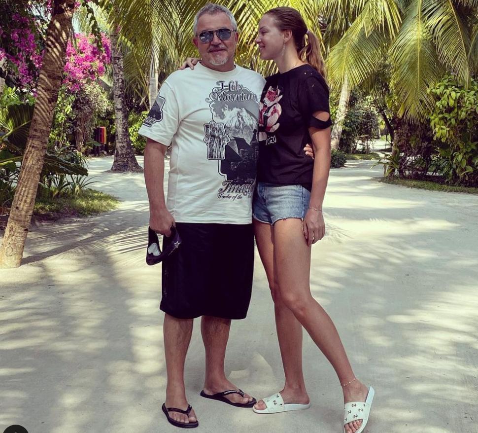 Живем и смываем грязь мальдивской волной : Полина Диброва заступилась за мужа перед хейтерами в Сети