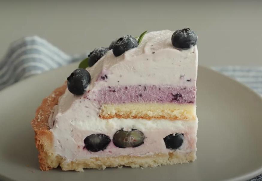 Черничный тарт с кремом из сливочного сыра: невероятно красивый как снаружи, так и внутри