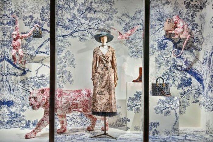 Принт  туаль де Жуи  обещает стать трендом весны 2021: отличная альтернатива цветам