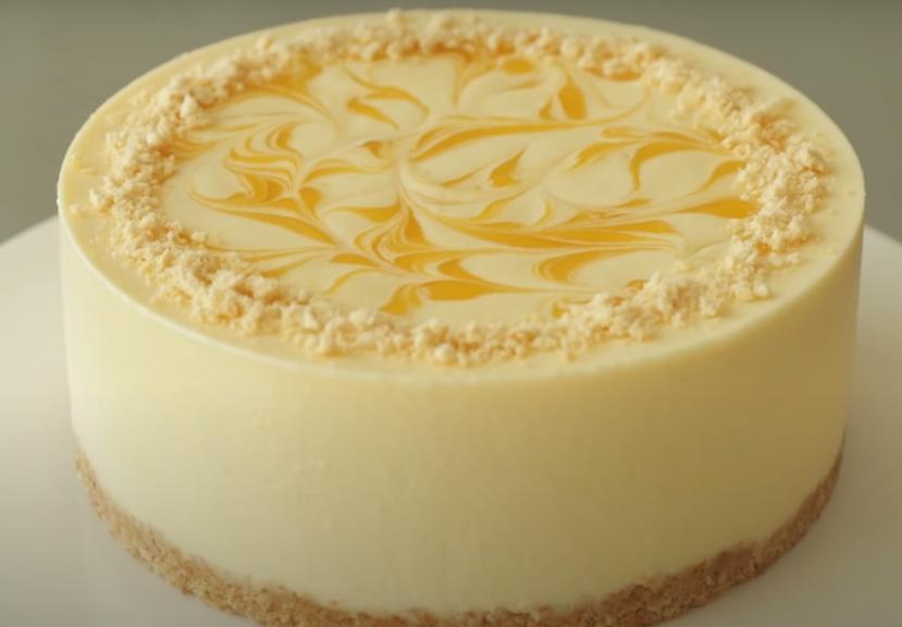 Отличный способ соединить два вкусных десерта в одном лакомстве: готовим манговый чизкейк с начинкой а-ля панакота