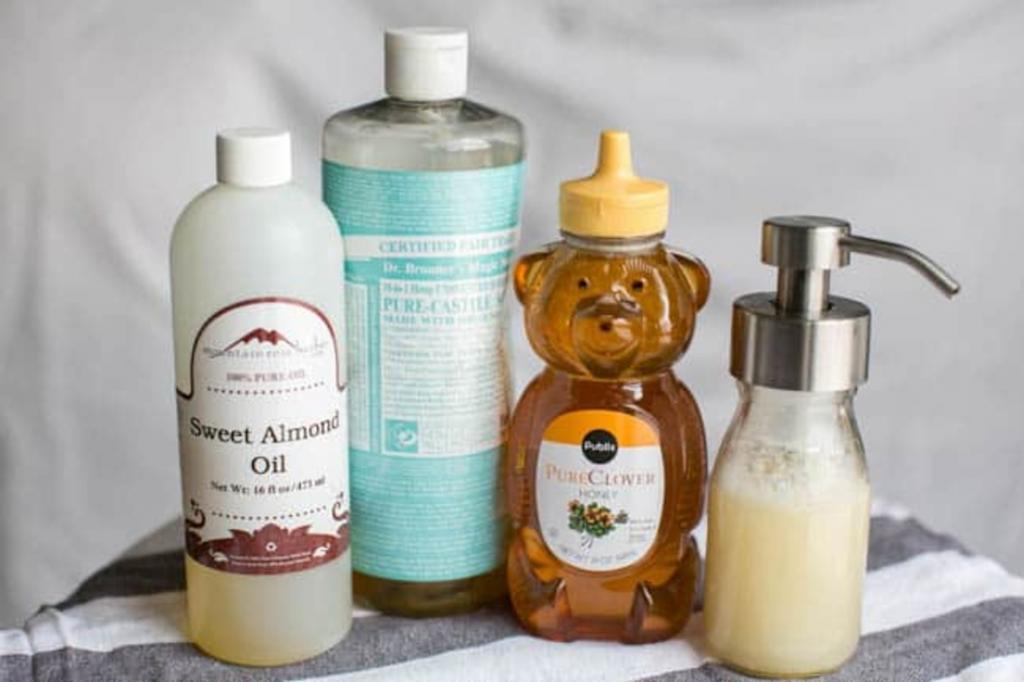 Делаем домашнее пенящееся мыло для рук с медом. Оно нежное, не сушит кожу и очень приятно пахнет