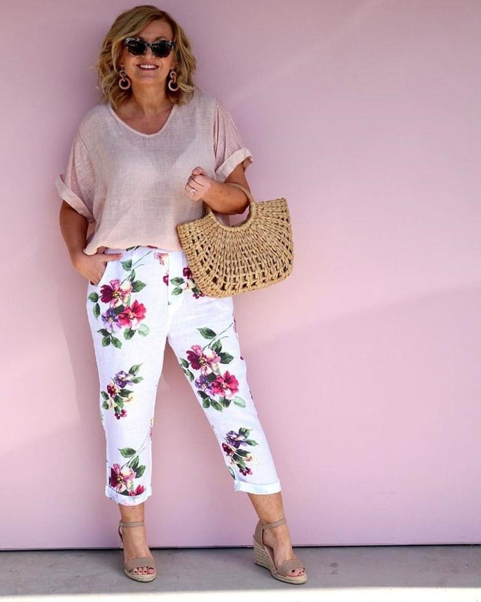 Как носить капри и укороченные брюки женщинам старше 40: подробное руководство и примеры образов