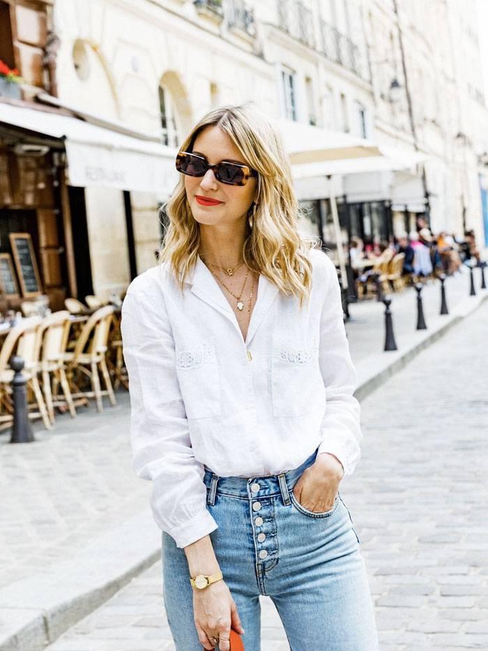 Девушка переехала в Париж и пересмотрела свой гардероб. Теперь у нее только четыре вещи, которые она носит с джинсами
